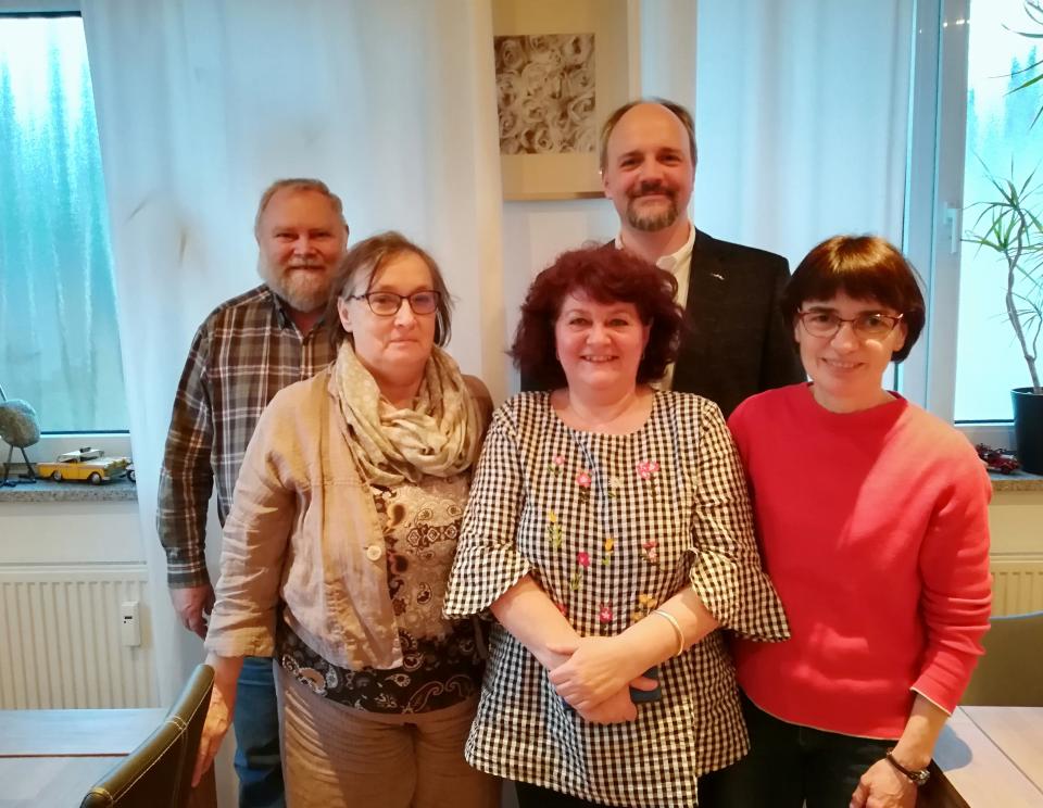 Der neue AsF-Vorstand (v.l.n.r.:) Ludwig Faber (Stimmkreisvorsitzender Kempten), Beisitzerin Gertraud Faber, die neue Vorsitzende Vera Huschka, Unterbezirksvorsitzender Markus Kubatschka, stellvertretende Vorsitzende Ute Kosak